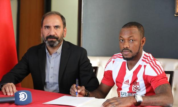 Abdou Razack signe à Sivasspor