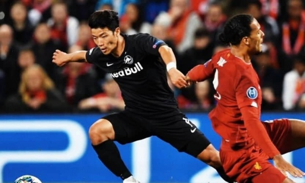 Après Pépé, Hwang Hee-Chan dribble Van Dijk à son tour