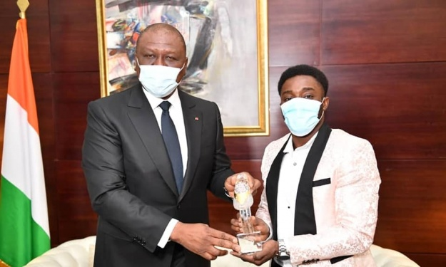 Athlétisme : Le 1er Ministre Hamed Bakayoko reçoit Arthur Cissé