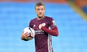 Auteur d'un triplé face à City, Vardy envoie Leicester en tête de la Premier League