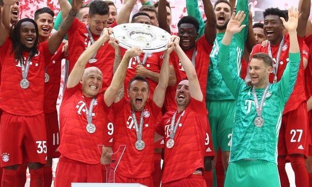 Bundesliga : Les papis du Bayern se retirent, trophée de Champion en mains