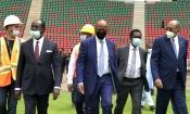 CAN 2021 : Le stade du match d'ouverture et de la finale visité par Patrice Motsepe
