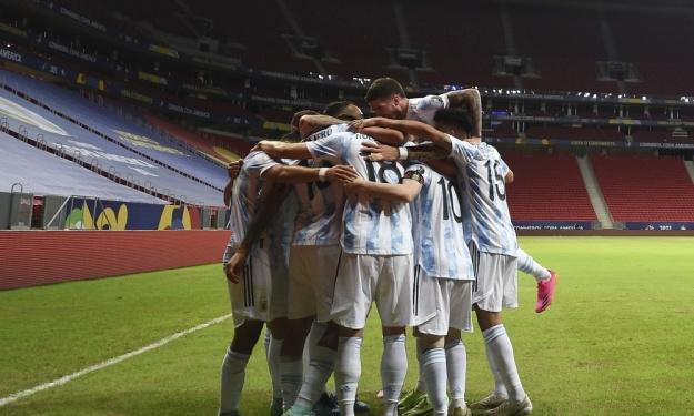 Copa América : L'Argentine domine l'Uruguay avec un grand Messi