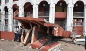 Côte d'Ivoire : Un conteneur frigorifique bousille l'entrée principale du Palais des Sports (images)