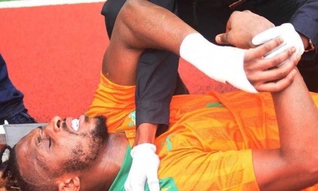 De nouveau éloigné des terrains pour cause de blessure, Kodjia reçoit le soutien de Beaumelle