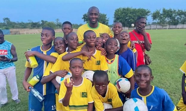 Djékanou : Dans les coulisse de la visite surprise de Yaya Touré aux pensionnaires de l'Académie JMG