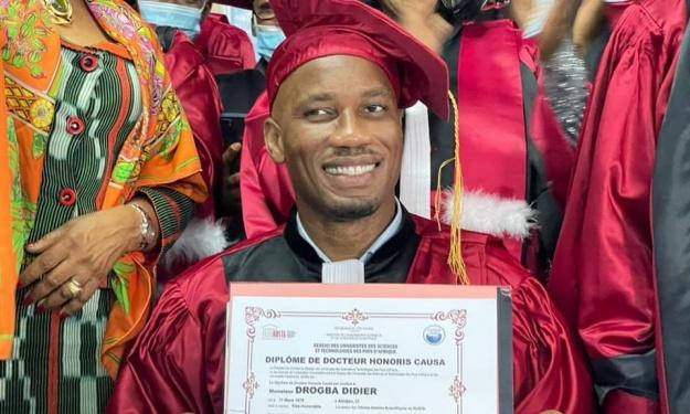 Drogba, nouveau Docteur Honoris Causa du Réseau des Universités des Sciences et Technologies d'Afrique