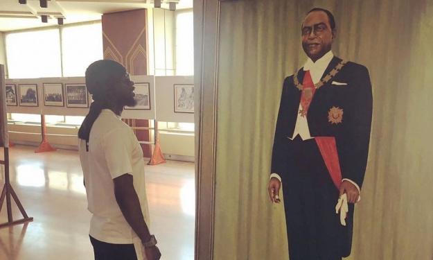 En vacances en Côte d'Ivoire, Gervinho se ressource auprès du Père Fondateur
