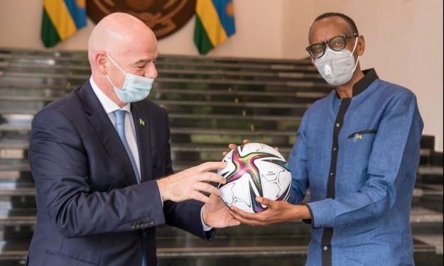 En visite au Rwanda pour l'inauguration d'un bureau de Développement FIFA, Gianni Infantino reçu en Audience par Paul Kagamé