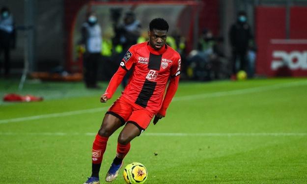 Eric Junior Dina Ebimbe signe son retour au PSG