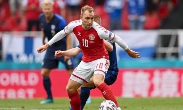 Euro 2020 : Christian Eriksen perd connaissance en plein match