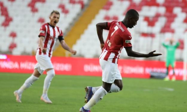 Gradel signe sa 11è réalisation de la saison dans le championnat Turc