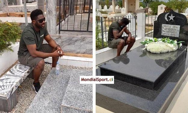 Kolo Touré se recueille sur les tombes de Sidy Diallo et Cheick Tioté