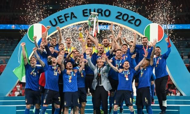 L'Italie brise le rêve anglais et remporte le 2è Euro de son histoire 53 ans après