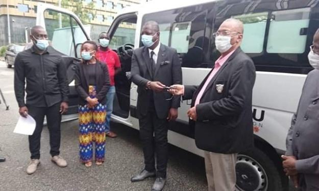 La fondation Kalou offre une ambulance au Ministère de la Santé