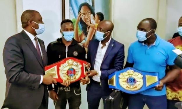 Le Champion Intercontinental IBA Youssouf Doumbia reçu par Hamed Bakayoko