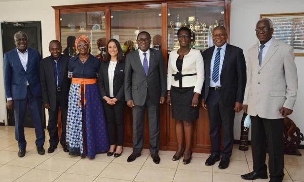 Le CN-FIF en compagnie de représentants de la FIFA et de la CAF reçu par le Ministre des Sports