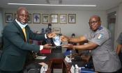 Le général de corps d'armée Alexandre Apalo Touré visite la Fédération Ivoirienne de Taekwondo