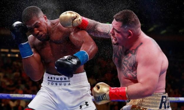 Le Mexicain Andy Ruiz détrône Anthony Joshua et devient le nouveau champion WBA, IBF et WBO des poids lourds