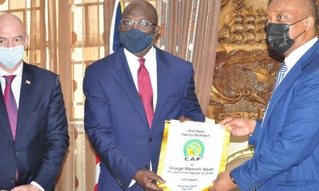 Le Président de la CAF conclut sa visite en Afrique de l'Ouest