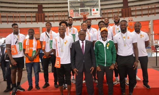 Les Eléphants Basketteurs décorés par l'Etat