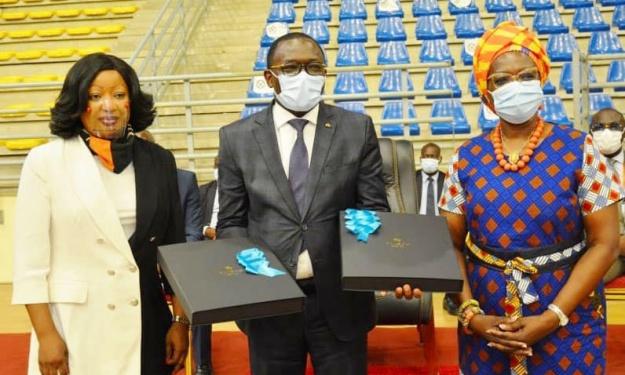 Les Présidents de Fédérations ont offert des présents au Ministre des Sports et du Développement de l'Economie Sportive