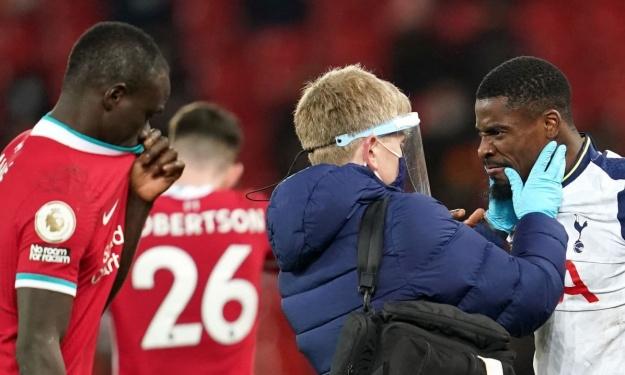 Liverpool/Tottenham : Héroïque, Aurier perd tout de même son duel face à Mané