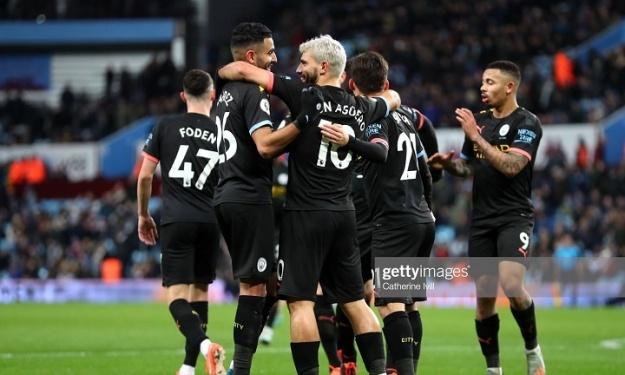 Manchester City City s'impose grâce à un Aguero de tous les records