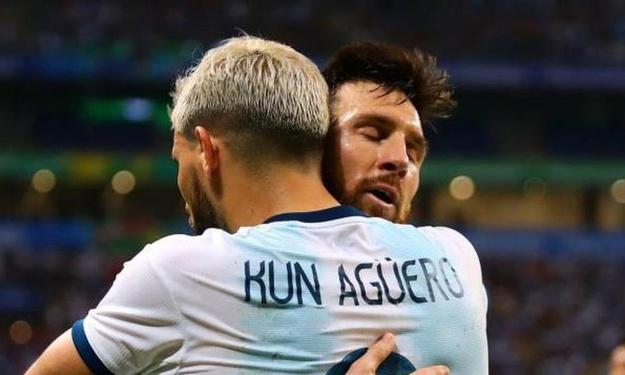 Mercato : Aguero futur coéquipier de Messi au Barça ? Le Kun et City se séparent !