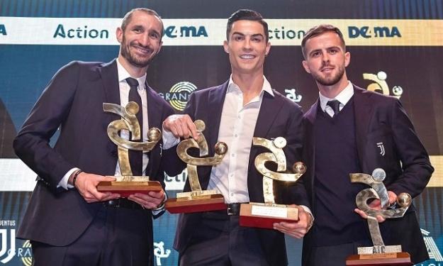 Pendant ce temps-là, Ronaldo et ses coéquipiers font le plein de trophées à Milan