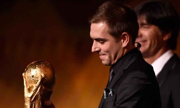 Philipp Lahm désigné pour présenter le trophée de la Coupe du Monde lors de la Finale