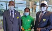 Porte drapeau de la Côte d'Ivoire, Ta Lou et le Ministre des Sports sont arrivés sur le sol Japonais