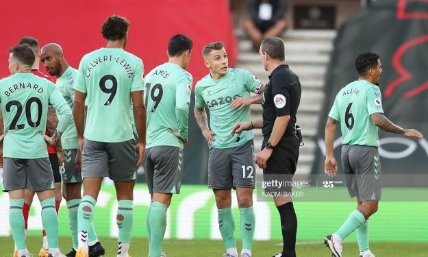 Premier League : Défait à Southampton, Everton voit revenir Liverpool