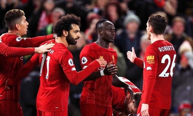Premier League : Liverpool enchaîne une 19è victoire en 20 matchs grâce à son duo Salah-Mané