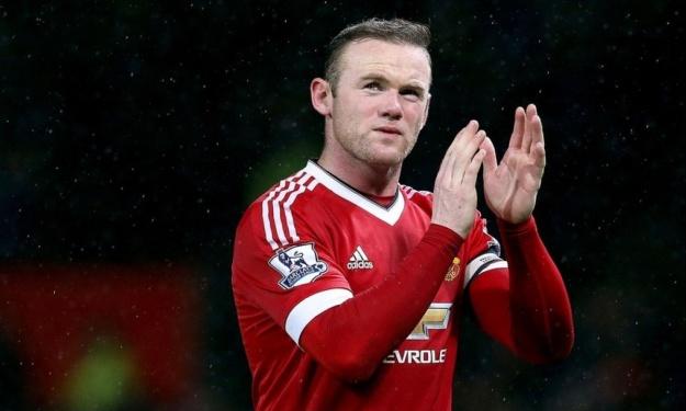 Rooney met un terme à sa carrière de joueur et devient entraineur d'un club de Championship