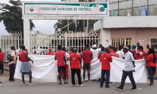 Sit-in des Membres Associés de l'Africa pour dénoncer ''l'attitude partisane et méprisante'' de la FIF