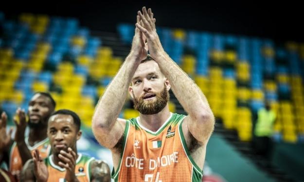 Son choix de jouer pour la Côte d'Ivoire, son intégration, … Matthew Costello alias ''Kouadio'' se livre