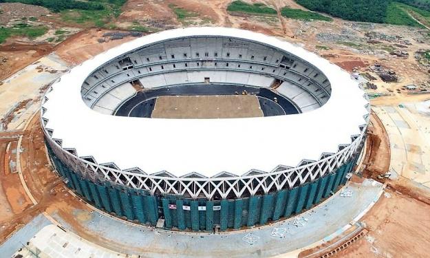 Stade d'Ebimpé : La pose de la toiture est achevée, la pelouse bientôt visible (Images)