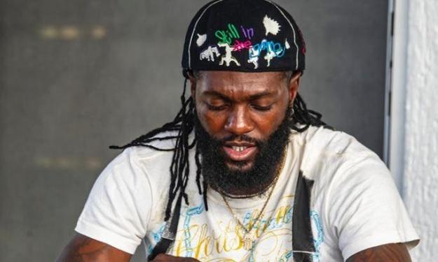 Togo : Après l'emprisonnement de 2 artistes suite à sa plainte, Adebayor plaide pour leur libération