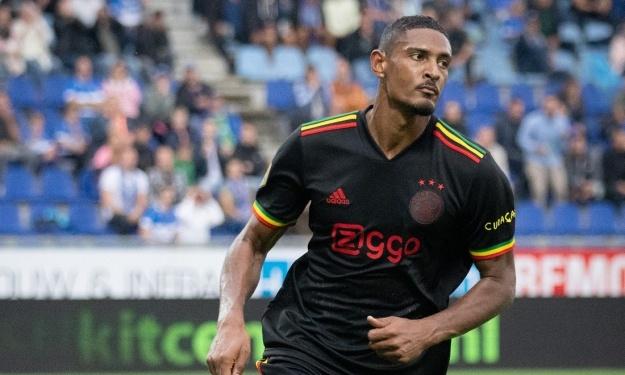 UEFA : L'Ajax de Sébastien Haller sommé de modifier son maillot hommage à Bob Marley