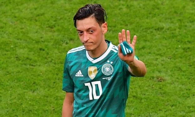 Vivement critiqué en Allemagne, Mesut Ozil claque la porte à la sélection